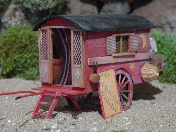 roulotte gitane miniature